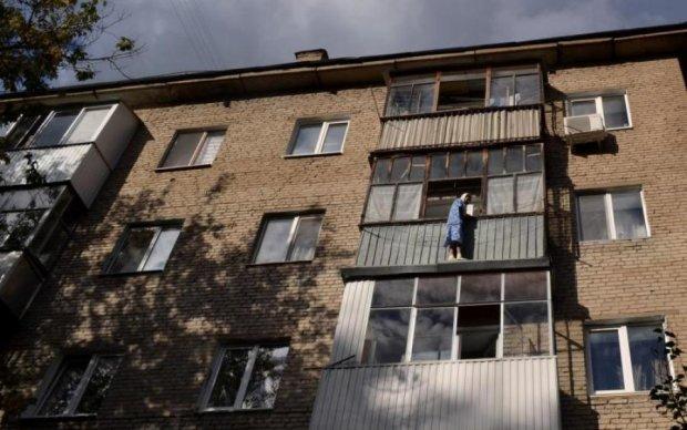 Одесская пенсионерка застряла на крыше балкона