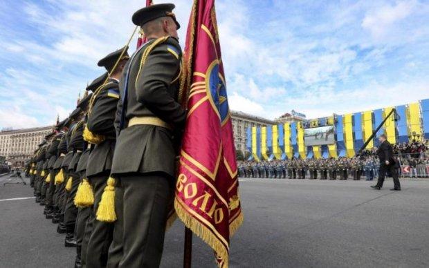Зі сльозами на очах: у Києві посмертно нагородили Героя України