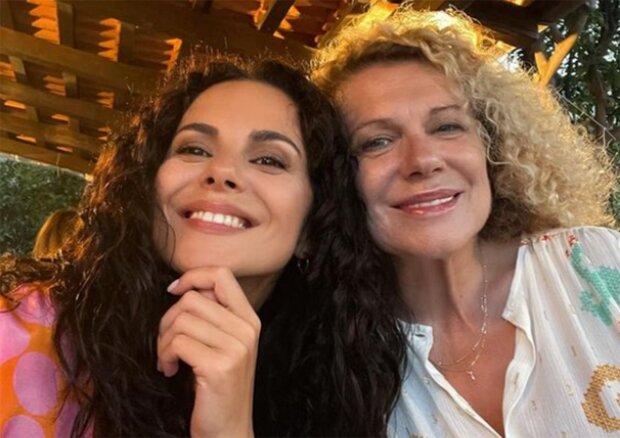 Настя Каменских с мамой, фото из instagram