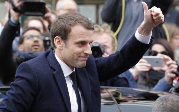 Головне за ніч: перемога Макрона у Франції та облава на власників європейських авто