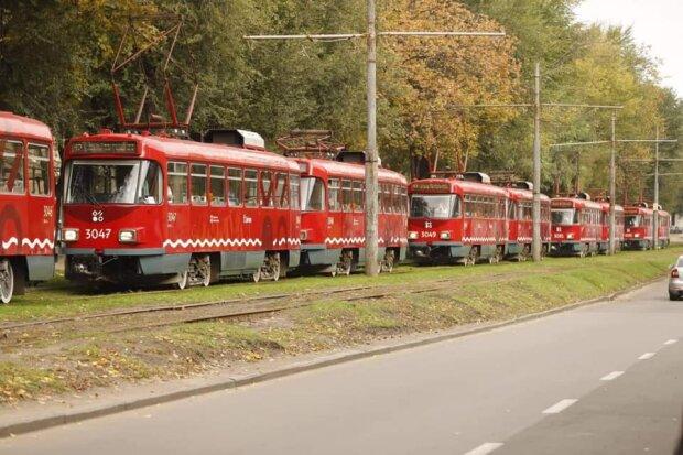 Филатов посадил днепрян в новенькие трамваи: придерживал до выборов