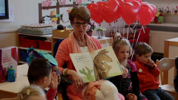 Скріншот: Dutch kindergarteners get their first lesson in sexuality and relationshipss