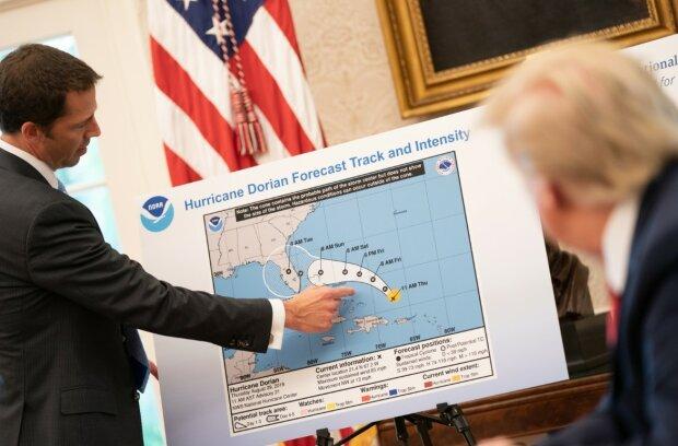 """Ураган """"Дориан"""" набирает силы: власти начали немедленную эвакуацию, на кону тысячи жизней"""