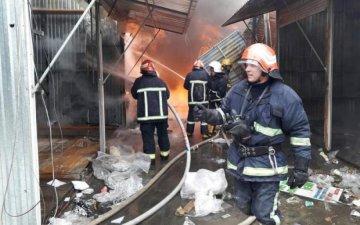 В Хмельницком до тла сгорел центральный рынок  жуткие фото. В городе  Хмельницкий на вещевом рынке