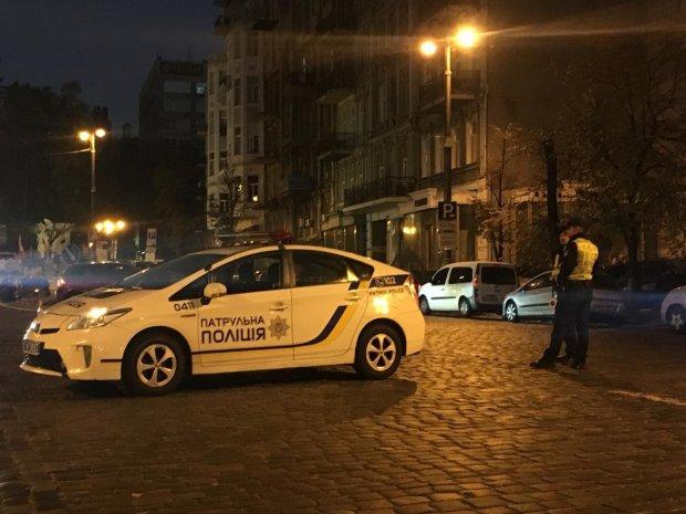 Киев вечерний и дикий: неадекват на Крещатике сильно покусал прохожих, ловили всей столицей