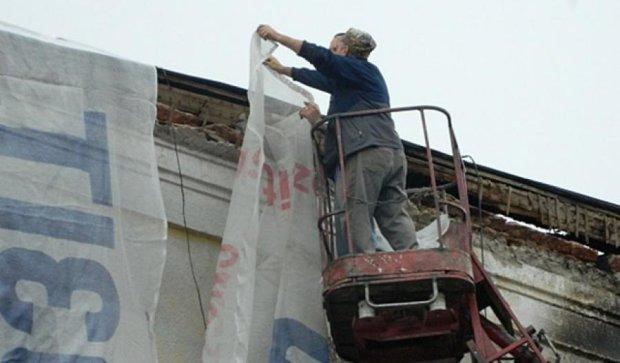 Утепление фасадов в Тернополе будет рекламировать сгоревший дом (фото)