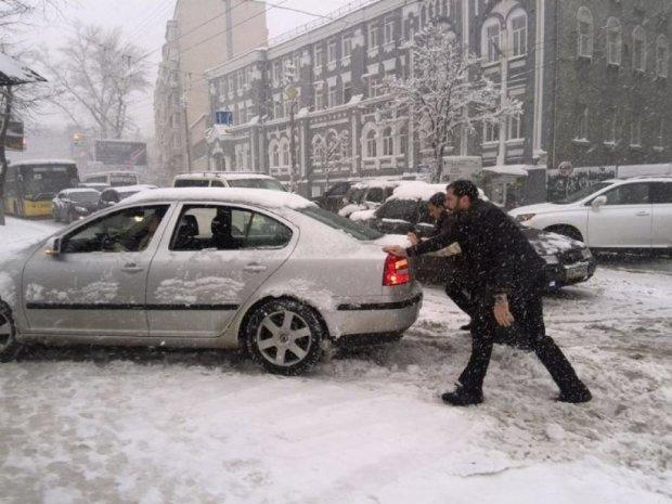 Київ зупинився в заторах