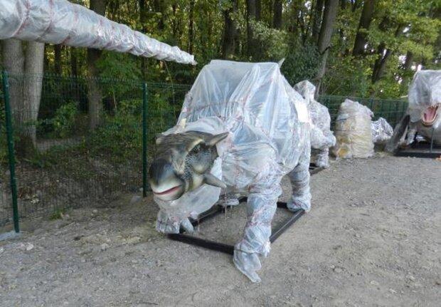 """Закарпатье оккупировали полчища динозавров - украинцы готовятся к """"Парку юрского периода"""""""