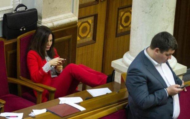 За які заслуги підвищення? Депутатам вказали, як українці оцінюють їхню працю