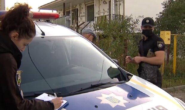 """Женщину жестоко избивал муж с отчимом, вызывала копов 4 раза: """"Полиция никак не реагирует"""""""
