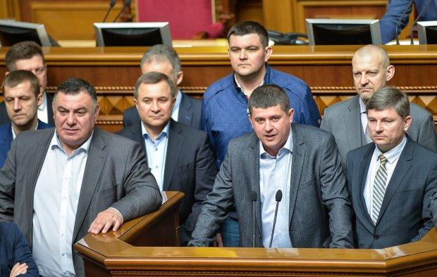 """Гречка-тур от депутатов начался: украинцы возмущены - """"Морда, как ж*па"""""""