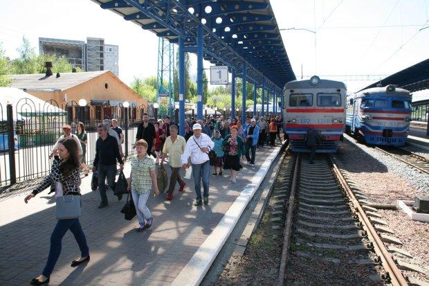 поїзди