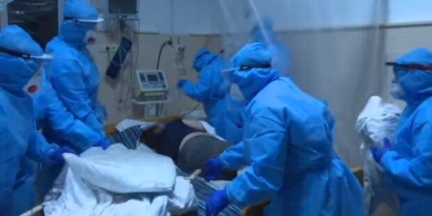 """Львовский ревматолог впустил украинцев в переполненную инфекционку: """"Кто-то умирает, а кто-то - гуляет"""""""