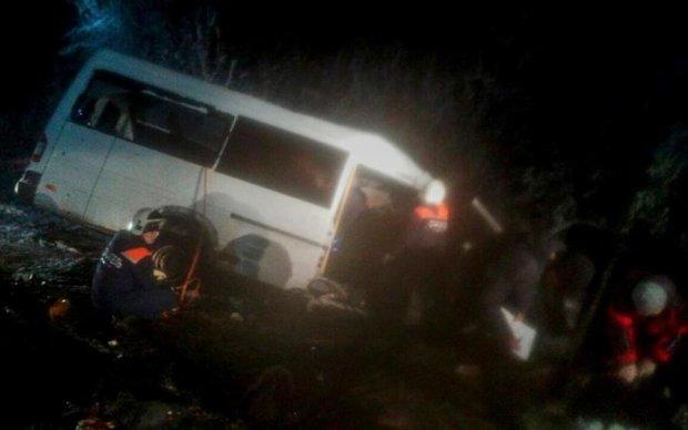 Пассажирский автобус влетел в лесовоз, погибли 14 человек