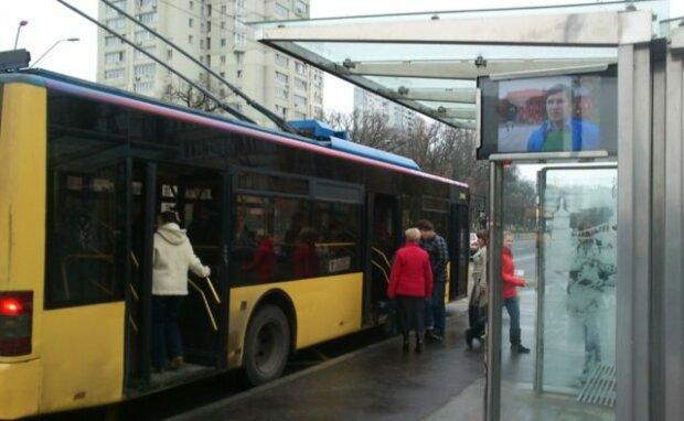 Киевляне, рискуете заблудиться: на Троещине переименовали остановку