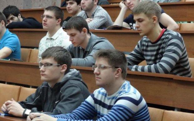 Небезпечний Facebook: студенти ризикують дипломом через соцмережі