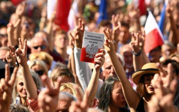 Мітинги у Польщі: Дуда ухвалив доленосне рішення