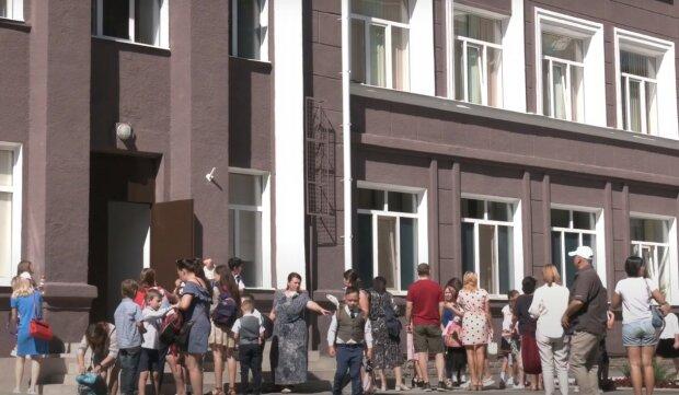 школа, скриншот из видео