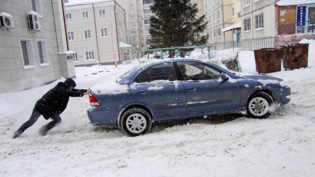 Співробітник посольства США став героєм паркування в Києві: фото підірвали мережу