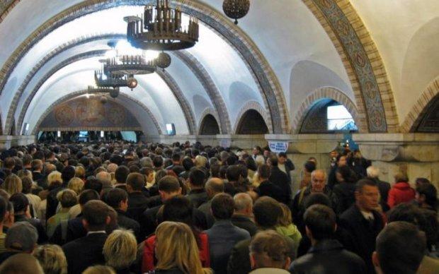 Передавайте за проїзд: київське метро пробило дно ганьби
