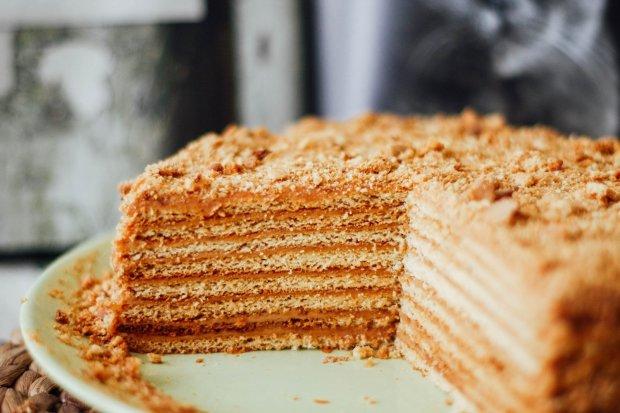"""Торт """"Медовик"""" вдома: покроковий рецепт улюбленого десерту"""