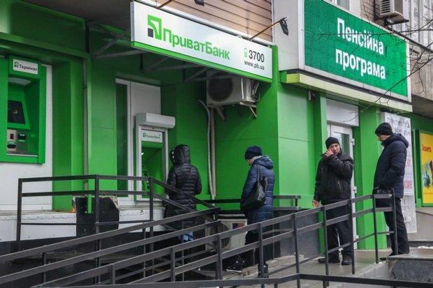 Приватбанк кинул украинцев перед праздниками: вместо денег – дырка от бублика и вялые извинения