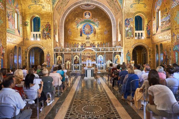 """""""Да"""" Томосу: во время богослужения в Неаполе произошло чудо, кровь святого """"потекла"""" в сторону Украины"""