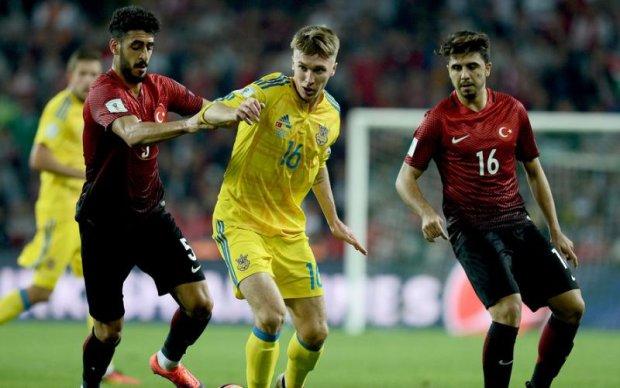 На матче Украина - Турция на футбольных болельщиков ждет ноу-хау