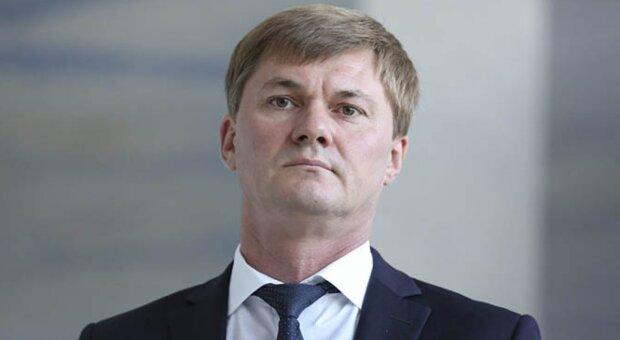 """Зеленський """"відчитав"""": глава одеської митниці Власов звільнився після конфлікту з президентом"""