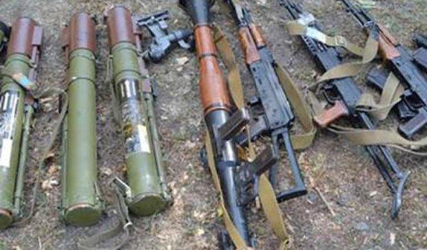 Схованку з гранатометами і кулеметами виявили на Луганщині (фото)