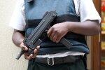 зброя в руках, фото Pxhere