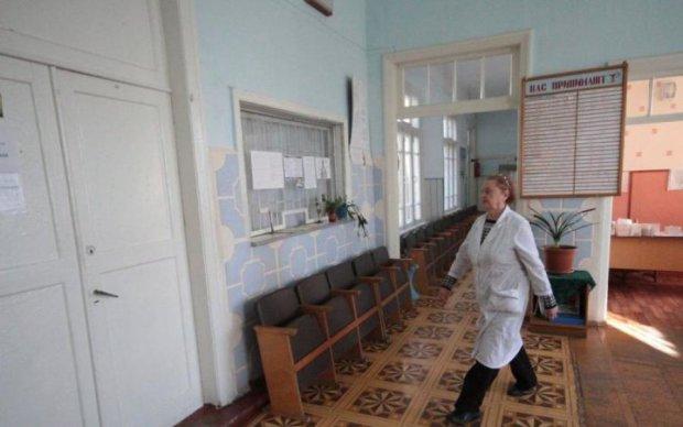 Детский врач перед приемом хорошо заспиртовался: видео