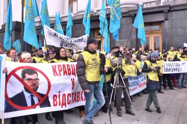 В Киеве бастуют железнодорожники, Газета 2000