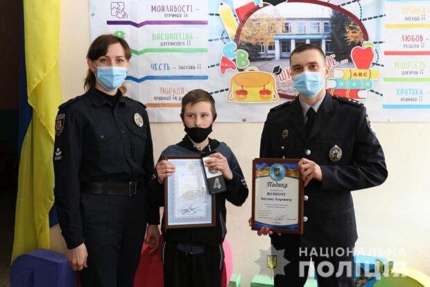 Школьник и полиция / фото: ГУНП