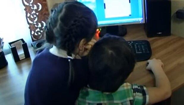 """""""Скорая"""" игнорирует звонки от детей в 103: кто спасет родителей в беде"""