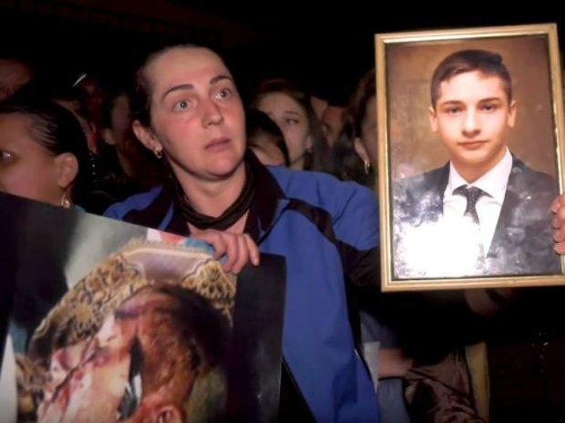 Бунт на Закарпатті: розлючені люди повстали проти убивці-односельця, гряде самосуд