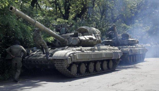 Окупанти стягнули бронетехніку до лінії фронту на Донбасі