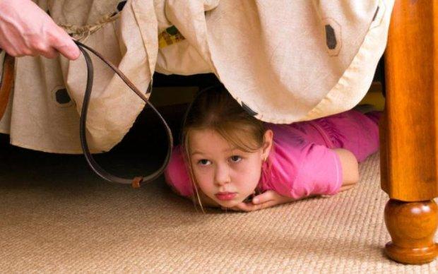 Бить или не бить: психологи объяснили, как правильно наказывать детей