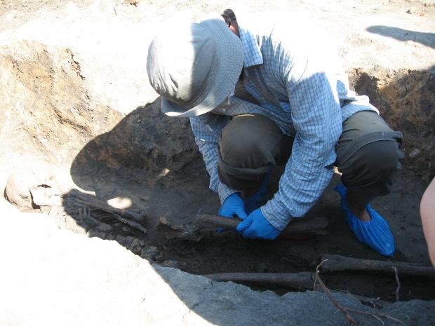 Древние стоянки, курганы и чугунный колокол: археологи в Украине обнаружили уникальные древности