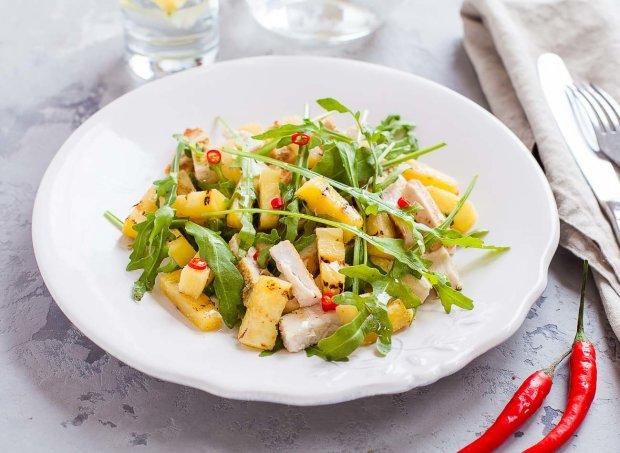 Салат з куркою і ананасами всього за 1 крок