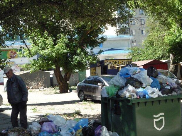 Одеса втрачає обличчя: містяни обурені через тонни сміття, у Труханова грають в мовчанку