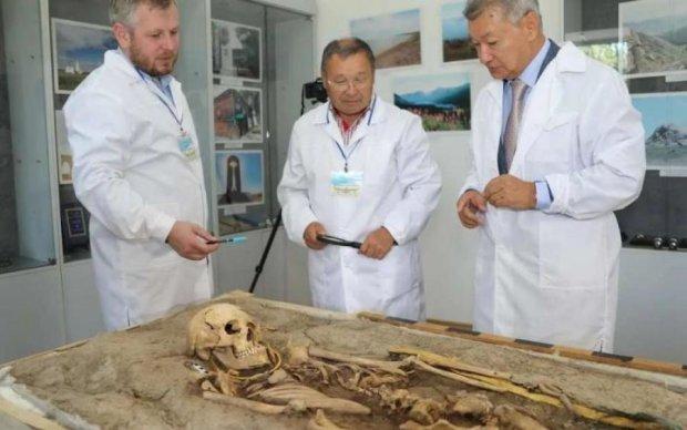 """Розкішна мумія: археологи відкопали """"золоту людину"""""""