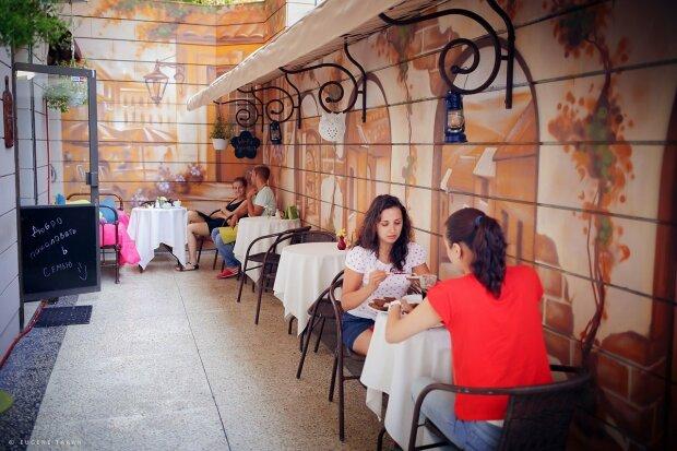 """В Одесі оскандалився відомий ресторан: """"липові"""" меню розводять відвідувачів на тисячі"""