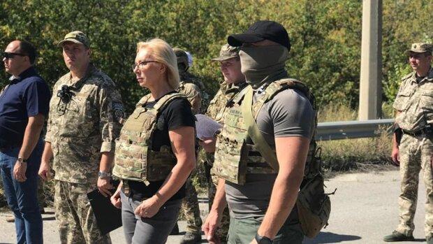 """Іще одна перемога: Україна забрала 54 ув'язнених з в'язниць """"ЛНР"""""""