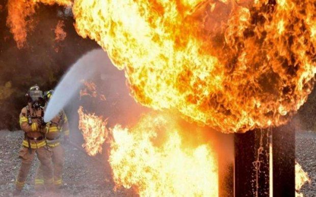 У центрі Москви спалахнув популярний ТЦ: з'явилися фото і відео з місця