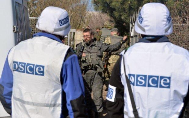 """Спостерігачі ОБСЄ """"не знайшли"""" техніку бойовиків в місцях відводу"""