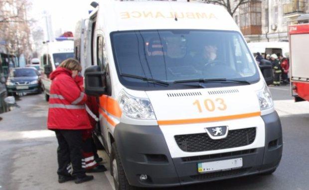 Тіло знайшли в клумбі: загадкова трагедія поставила Київ на вуха