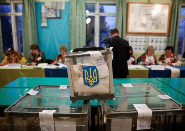 Явка в Києві зашкалює: містяни атакували виборчі дільниці, - черги, як за ковбасою