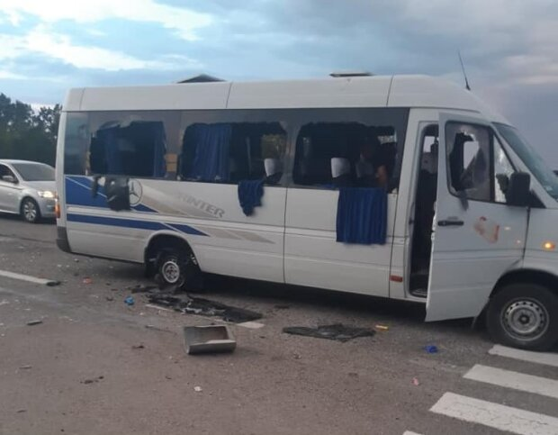 Розстріляний автобус, фото Facebook