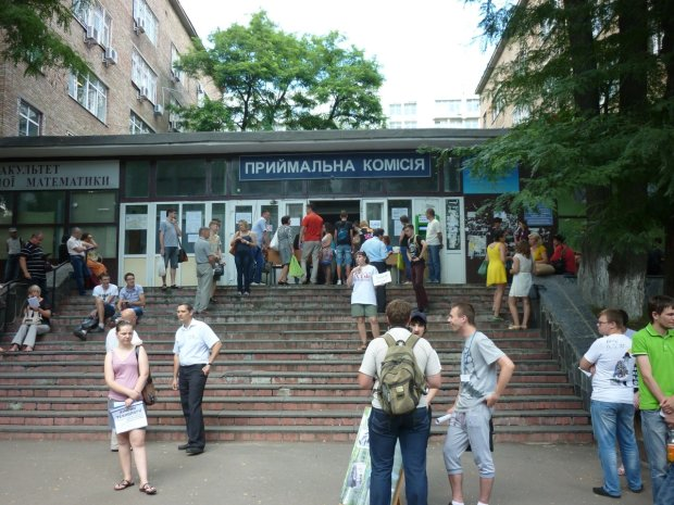Родители, вам лучше присесть: столько придется заплатить за обучение в вузах Украины